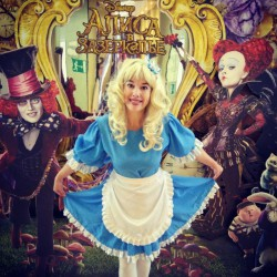 Необычное вручение. Алиса